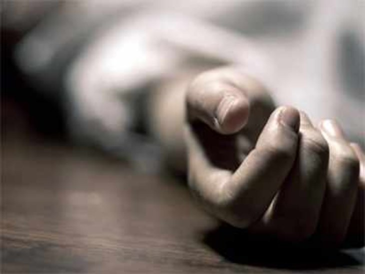 पुलिस ने मृतक के शव को सेक्टर 16 अस्पताल में रखवाया है। - Dainik Bhaskar