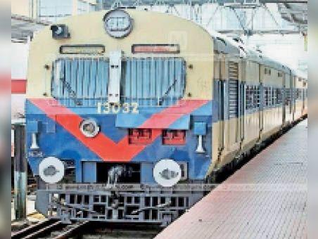 इटावा-आगरा कैंट के बीच चलने वाली मेमू ट्रेन बांदीकुई तक बढ़ाएंगे, आगरा-बांदीकुई डेमू भी अब मेमू बनेगी, स्पीड ज्यादा व डिब्बे भी सुविधाजनक|दौसा,Dausa - Dainik Bhaskar