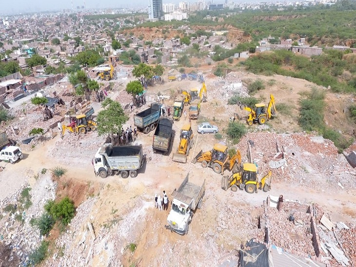 खोरी दूसरे दिन भीभारी मात्रा में उठाया गया मलबा,लोगों का मकान खाली करने की प्रक्रिया तेज|फरीदाबाद,Faridabad - Dainik Bhaskar