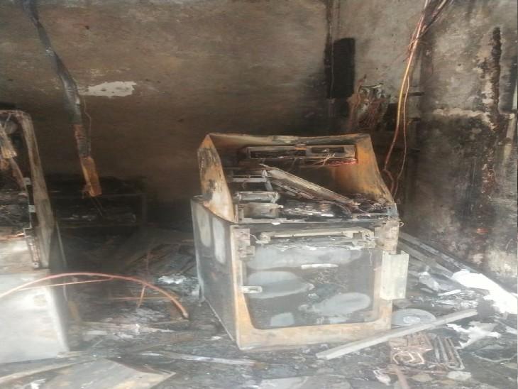 आग से खाक हुए दूसरे एटीएम में भी सुरक्षित मिला कैश, अधिकारियों ने ली राहत की सांस|प्रयागराज,Prayagraj - Dainik Bhaskar