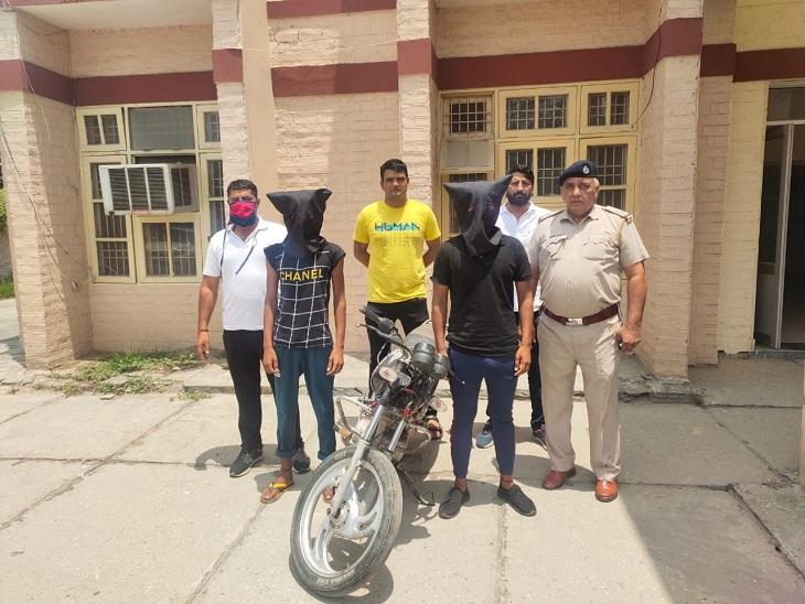 पिस्तौल के बल पर बाइक लूटने वाले दो बदमाश गिरफ्तार, नशे की लत पूरी करने के लिए करते थे लूट|पानीपत,Panipat - Dainik Bhaskar