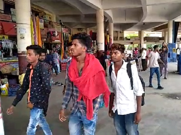 महाराष्ट्र, MP, ओडिशा से हर दिन 4500 यात्री पहुंचते हैं बिलासपुर, पर जांच की सुविधा नहीं; इन 3 राज्यों में ही नए वैरिएंट के 30 केस मिल चुके|छत्तीसगढ़,Chhattisgarh - Dainik Bhaskar
