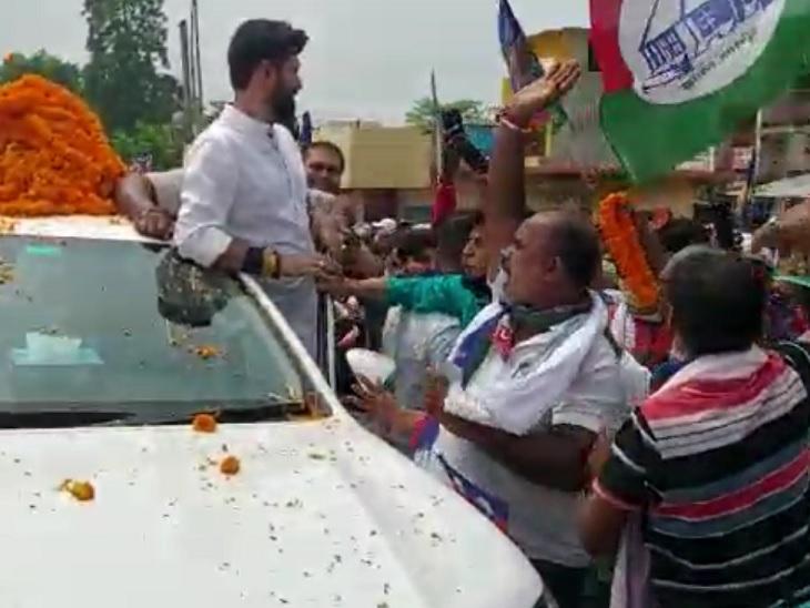 5 जुलाई से अब तक 5 जिलों में भारी भीड़ जुटा चुके, DM से DGP तक को खुद दे रहे जानकारी, फिर भी प्रशासन की आंखें बंद बिहार,Bihar - Dainik Bhaskar