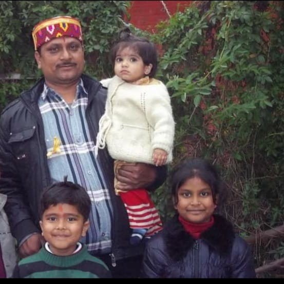 सरयू में डूबा आगरा का रहने वाला परिवार, विकलांग बेटे और बहू का रो-रोकर बुरा हाल|आगरा,Agra - Dainik Bhaskar