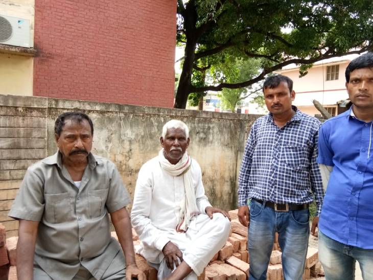 मां ने कहा- गांव के ही युवक ने साथियों संग बेटी से किया गैंगरेप, पोल खुलने के डर से मार डाला...पुलिस ने आरोपी को गिरफ्तार किया|प्रयागराज (इलाहाबाद),Prayagraj (Allahabad) - Dainik Bhaskar
