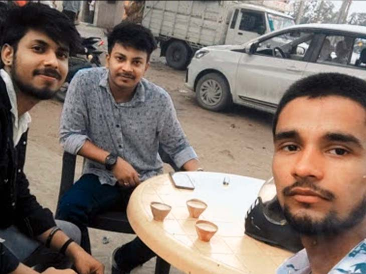 पटना से घूमने आए तीन युवक नहाने के दौरान फॉल में डूबे, लोगों ने एक को बचाया|झारखंड,Jharkhand - Dainik Bhaskar