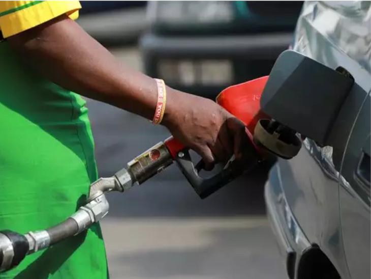 मई, जून और जुलाई में अब तक 70 दिनों में पेट्रोल-डीजल की कीमतें 37 बार बढ़ी हैं। -सिम्बॉलिक तस्वीर - Dainik Bhaskar