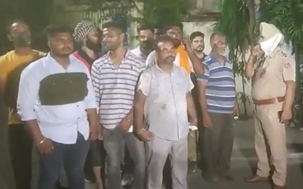 रात को कट लगने के बाद नंबर आ रहा था बिजी, दो व्यक्ति पहुंचकर बोले- अभी लाइट चालू करो, कर्मचारी ने फाल्ट बताया तो किया हमला|जालंधर,Jalandhar - Dainik Bhaskar