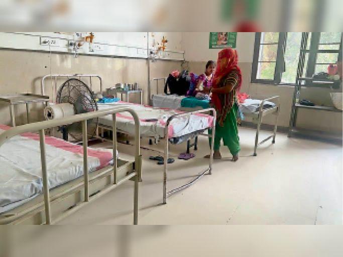 इलाज की पर्ची 10 और पीने का पानी 20 रुपए में, कई माह से वाटर कूलर खराब, गायनी वार्ड में पंखे खराब, मरीज परेशान|जालंधर,Jalandhar - Dainik Bhaskar