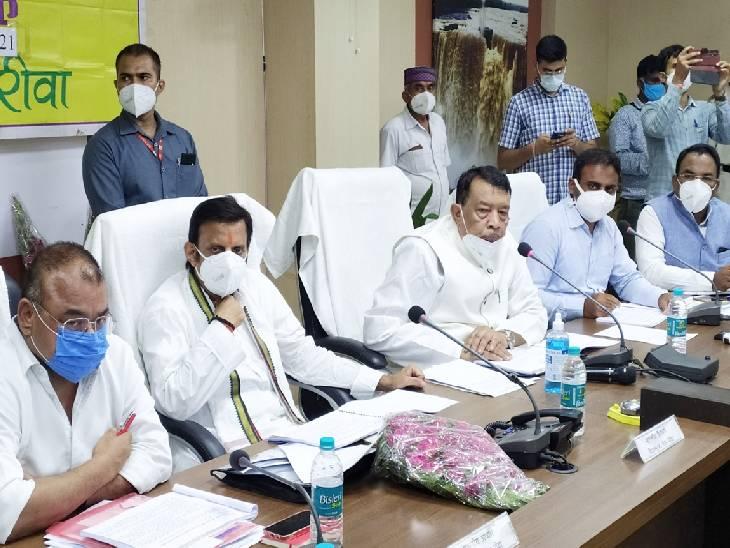 रीवा जिले के विधायकों ने प्रभारी मंत्री के सामने रोया बिजली और सड़क का दुखड़ा; कहा- लाइट गोल होने पर पब्लिक परेशान करती है|रीवा,Rewa - Dainik Bhaskar