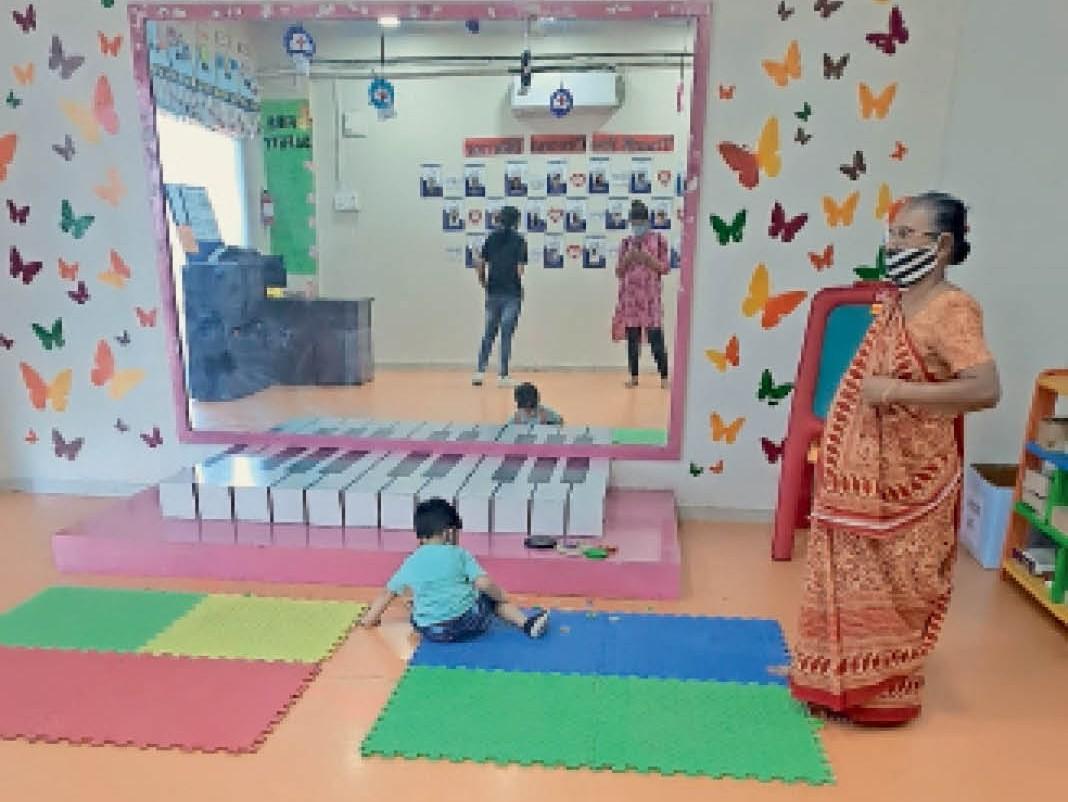 पाल में 3 दिन से चल रहा था प्ले स्कूल, मनपा की टीम पहुंची तो 10 बच्चे मिले, 25 हजार जुर्माना|गुजरात,Gujarat - Dainik Bhaskar
