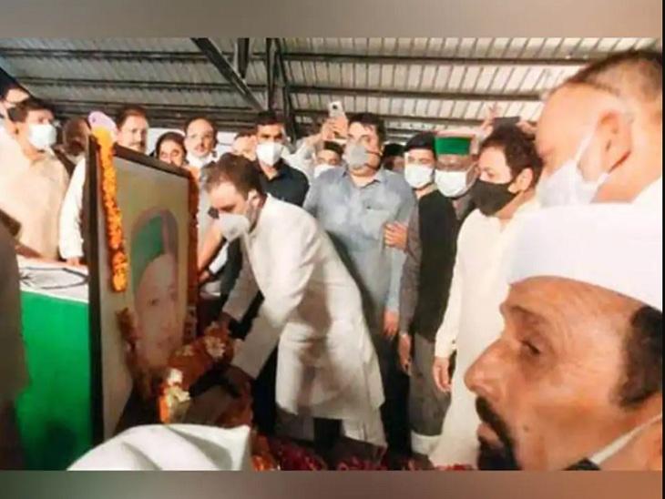 वीरभद्र सिंह को श्रद्धांजलि अर्पित करते राहुल गांधी।