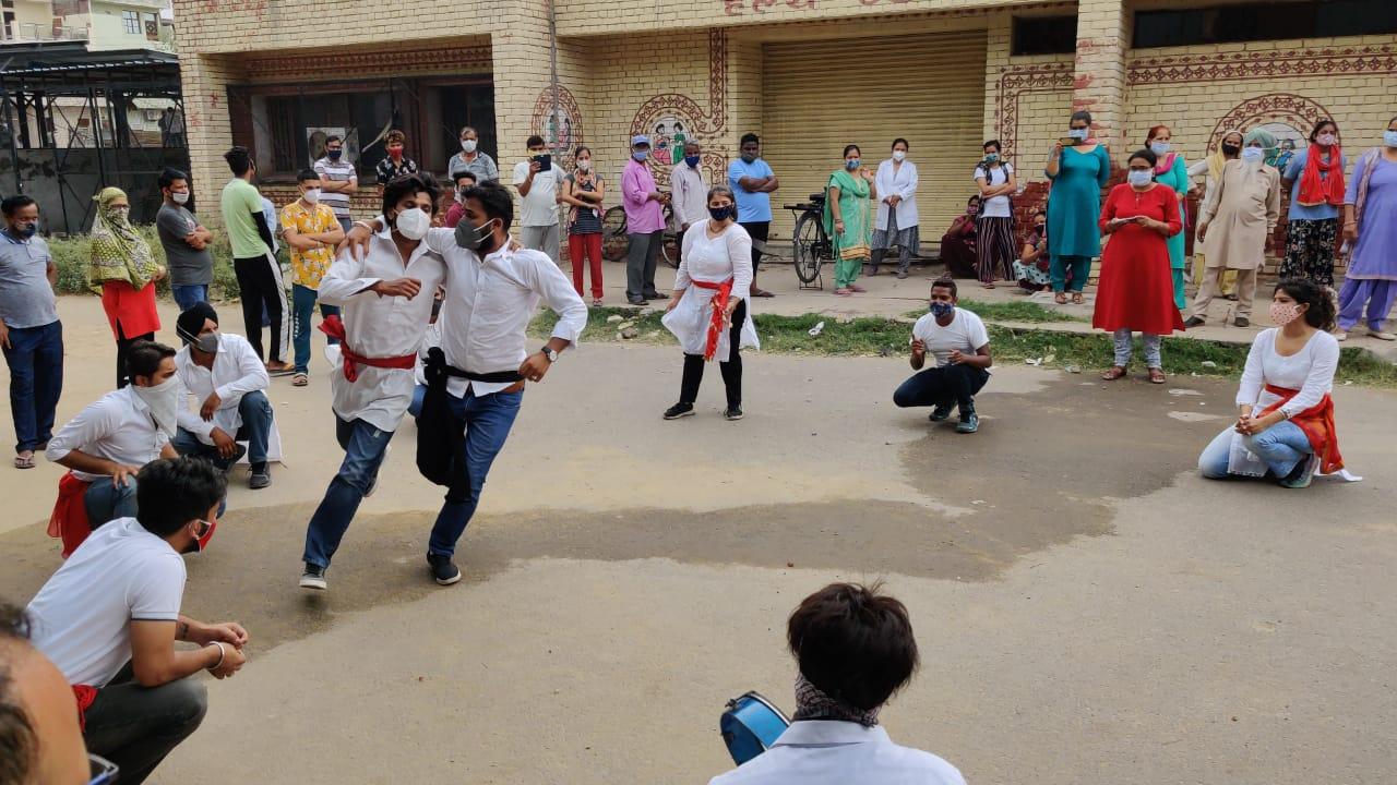 नाटक में ORS के घोल और जिंक टेबलेट्स के उपयोग व डोज के बारे में भी बताया गया। - Dainik Bhaskar