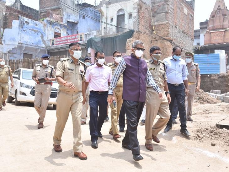 लखनऊ में आतंकियों की गिरफ्तारी के बाद वाराणसी में सतर्कता बढ़ी, विश्वनाथ मंदिर में तैनात जवानों को चौकन्ना रहने को किया गया आगाह वाराणसी,Varanasi - Dainik Bhaskar