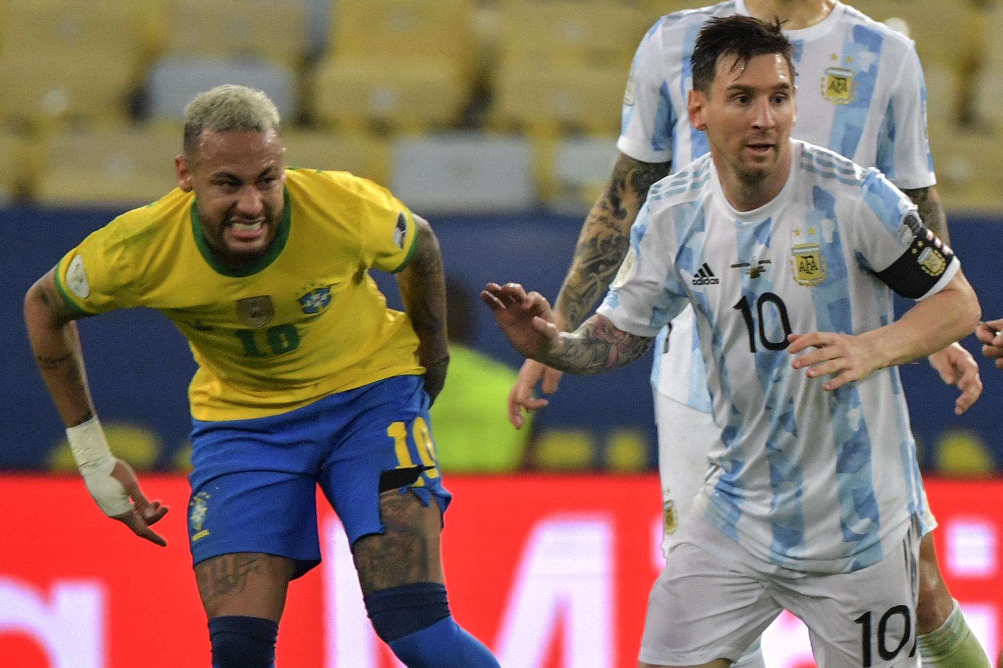 मैच के दौरान दुनिया के 2 बेहतरीन फॉरवर्ड ब्राजील के नेमार और अर्जेंटीना के मेसी के बीच शानदार जंग देखने को मिली।