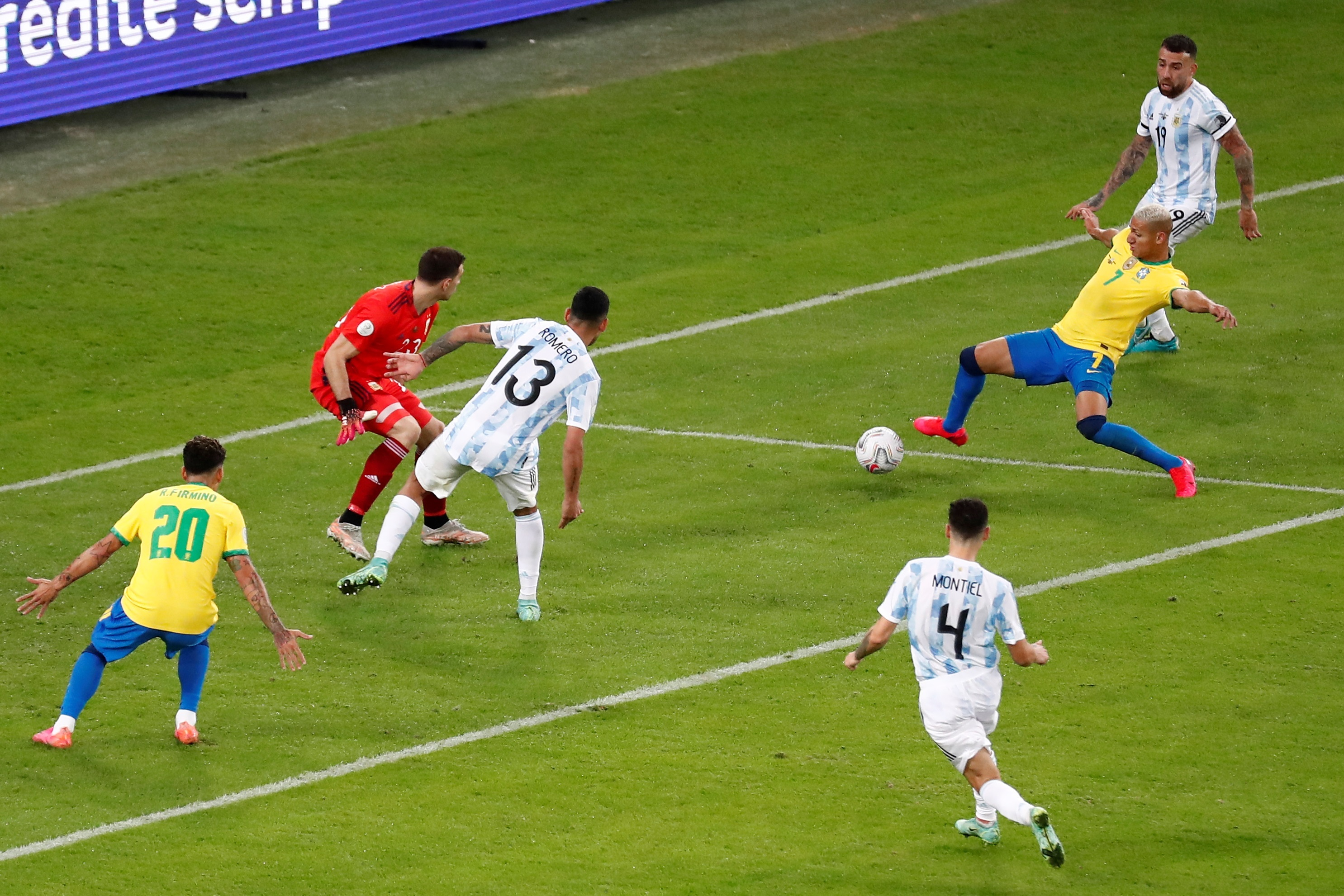 ब्राजील ने मैच के दौरान 13 शॉट अटेम्प्ट किए, 2 ऑन टारगेट भी रहे, लेकिन वे गोल नहीं कर सके। अर्जेंटीना के गोलकीपर मार्टिनेज ने बेहतरीन बचाव किए।
