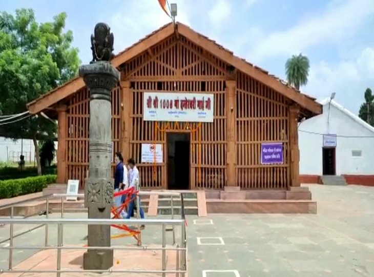 डेढ़ साल बाद खुला आराध्य देवी मां दंतेश्वरी मंदिर का मुख्य पट, गुप्त नवरात्र के दूसरे दिन दर्शन के लिए उमड़ी श्रद्धालुओं की भीड़ जगदलपुर,Jagdalpur - Dainik Bhaskar
