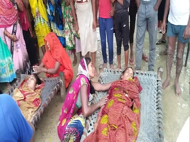 सोरांव के रहाईसपुर गांव में सास-बहू की मौत के बाद रोते-बिलखते परिजन।