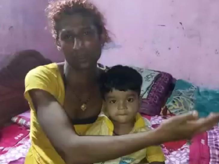 बेटे के साथ अनारकली। - Dainik Bhaskar