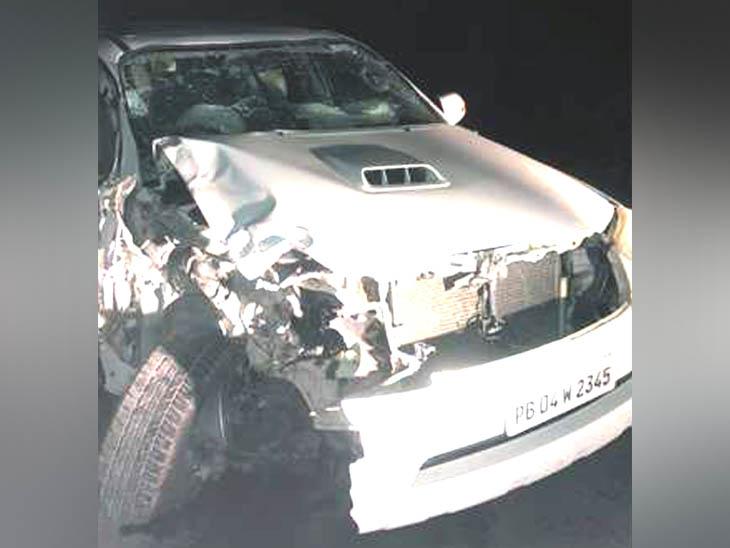 फॉर्च्यूनर कार और मोटरसाइकिल में भिड़ंत, दो सगे भाइयों समेत चार युवकों की मौत; लग्जरी गाड़ी वाला फरार पंजाब,Punjab - Dainik Bhaskar
