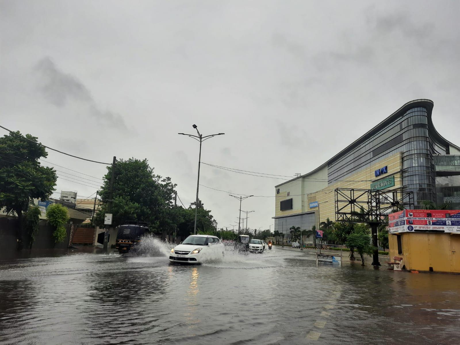 56.2 एमएम बारिश के बादशहर के अधिकतम तापमान में 7 डिग्री की गिरावट दर्ज, कई जगह जलजमाव|पंजाब,Punjab - Dainik Bhaskar