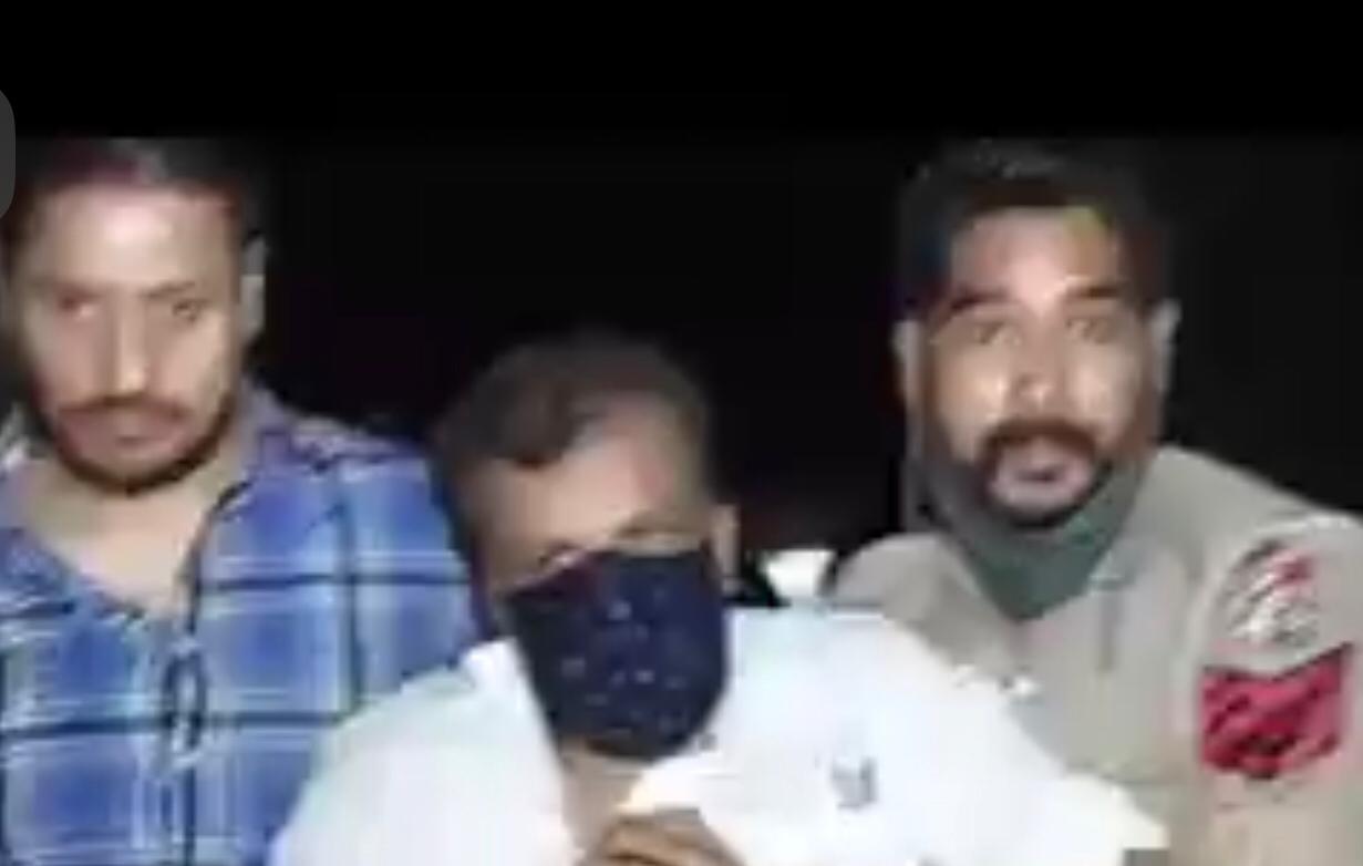 राजपुरा में भाजपाइयों को पुलिस ने रात 3 बजे कराया मुक्त, जाते-जाते भी पीटते रहे प्रदर्शनकारी; सुभाष शर्मा बोले-ये कांग्रेसी गुंडे जालंधर,Jalandhar - Dainik Bhaskar