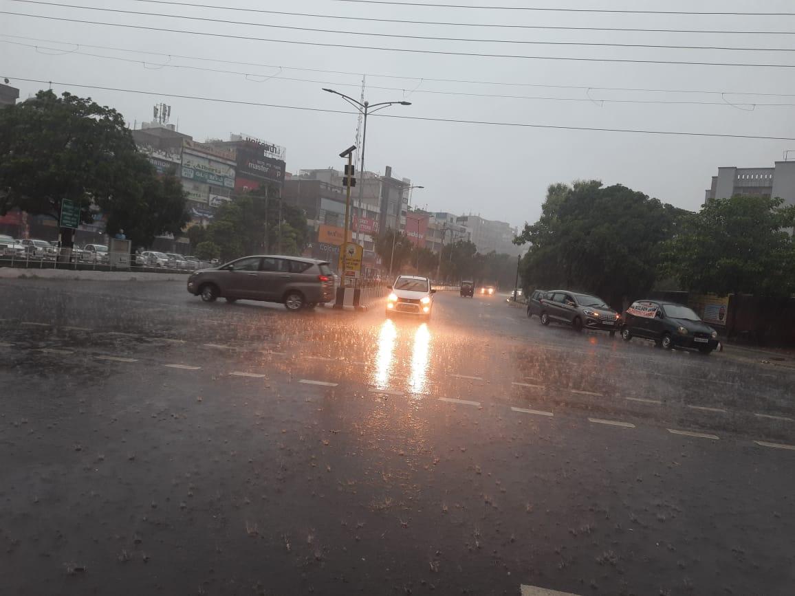 जमकर बरसे बदरा; गर्मी से राहत के बाद चेहरों पर खिली मुस्कुराहट, तापमान भी 26 डिग्री दर्ज किया गया|पंजाब,Punjab - Dainik Bhaskar