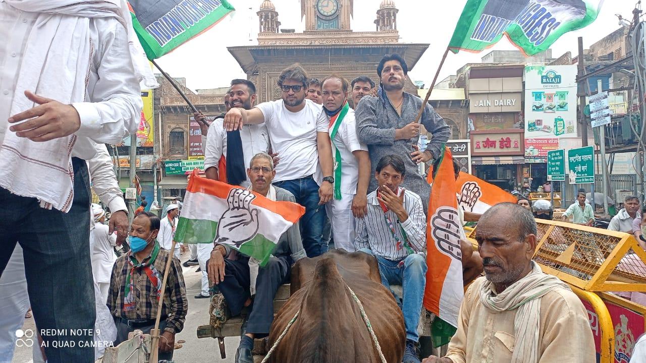 कांग्रेस कार्यकर्ताओं ने होलीगेट से जिला मुख्यालय तक बोला हल्ला, कहा- सरकार के झूठे वादों से तंग आ चुकी है प्रदेश की जनता|मथुरा,Mathura - Dainik Bhaskar