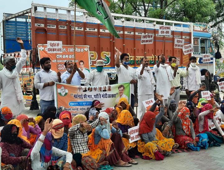 महंगाई के विरोध में प्रदर्शन में भीड़ नहीं जुटी तो मजदूरी बढ़ाने का झांसा देकर नरेगा श्रमिकों को बुलाया, पोल खुली तो भाजपा ने की कार्रवाई की मांग|दौसा,Dausa - Dainik Bhaskar