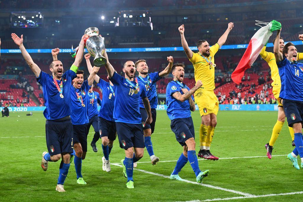 इटेलियन फुटबॉल टीम पिछले 34 मैच से अजेय है।