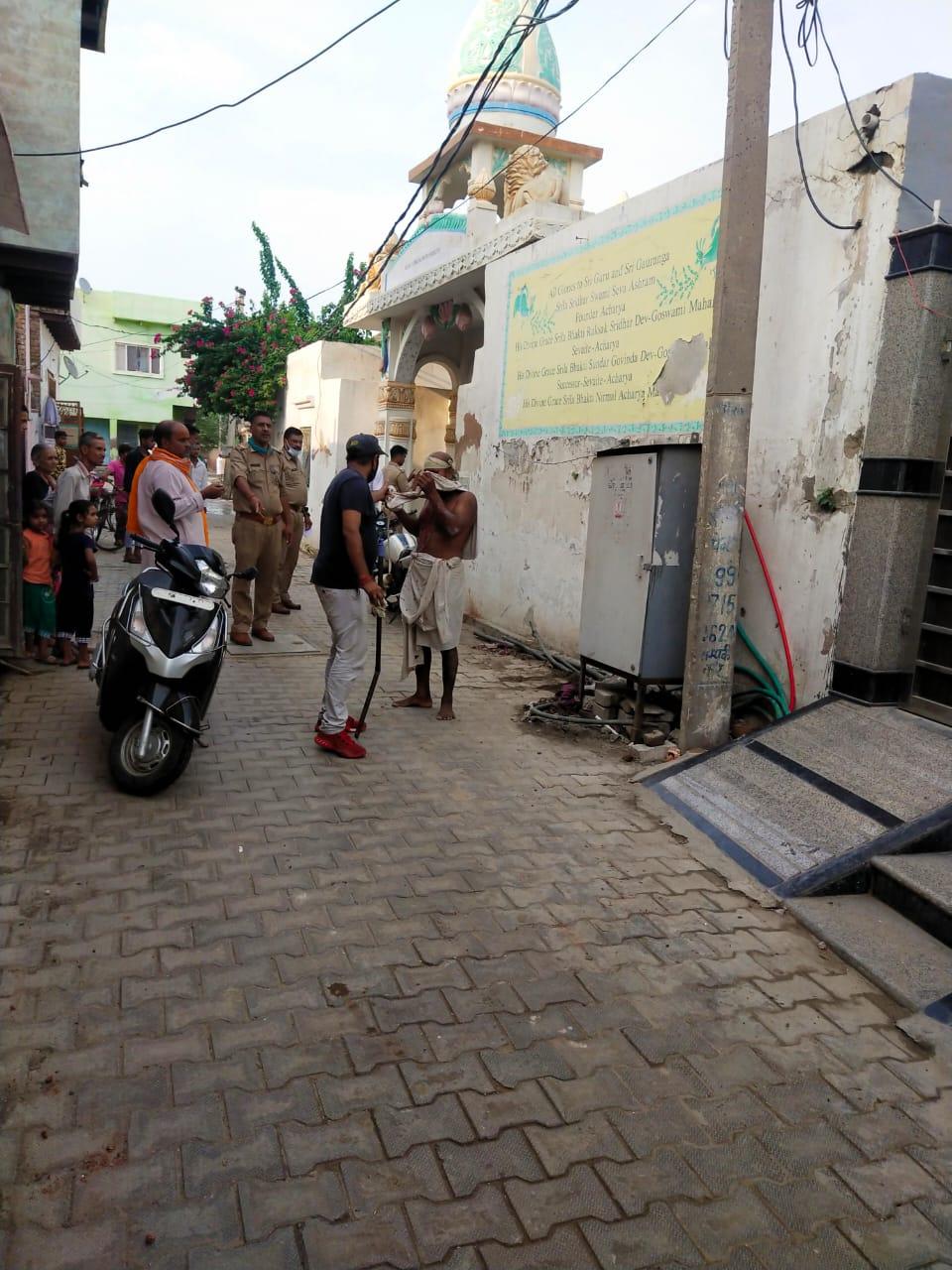 मारपीट की सूचना पर पहुंची पुलिस ने 3 लोगों को हिरासत में लिया। - Dainik Bhaskar