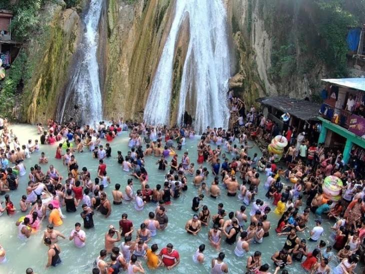मसूरी के कैम्प्टी फॉल में पर्यटकों की भीड़ उमड़ रही है। स्वास्थ्य मंत्रालय ने इस पर चिंता जताई थी।