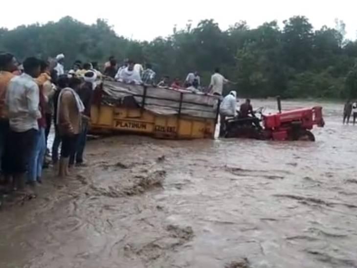 सहारनपुर में शिवालिक की पहाड़ियों से नीचे आया बारिश का पानी, भक्त नहीं कर सके माता के दर्शन|सहारनपुर,Saharanpur - Dainik Bhaskar