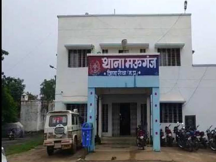 घर के बाहर सो रहे युवक को ट्रक बैक करते समय लापरवाह चालक ने कुचला, मौके पर हुई मौत, ट्रक सहित चालक फरार रीवा,Rewa - Dainik Bhaskar