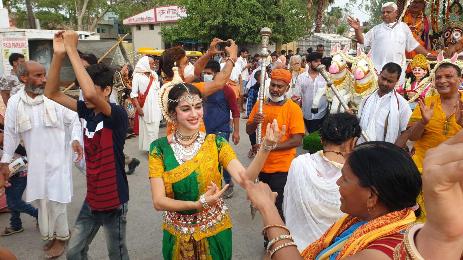 रथयात्रा में विदेशी भक्त भी भगवान की भक्ति में रंगे नजर आए।