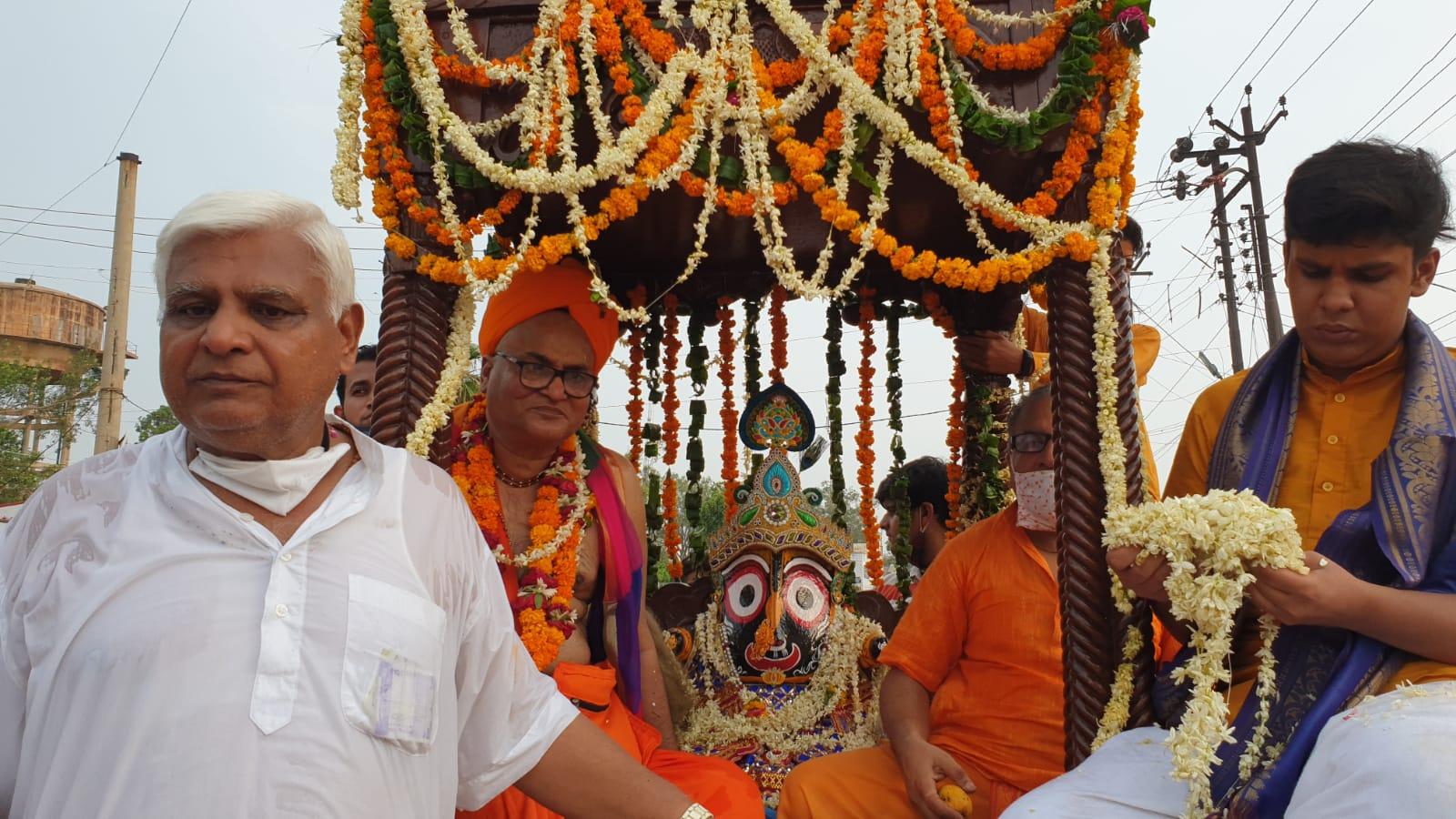 श्यामनगरी में रथ पर विराजमान होकर निकले भगवान जगन्नाथ, भक्ती में सराबोर नाचते गाते हुए दिखे श्रद्धालु|मथुरा,Mathura - Dainik Bhaskar