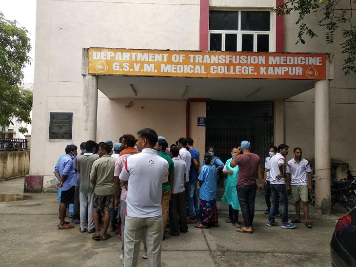 कम सैलरी व समय से वेतन न मिलने पर किया हंगामा, ठप रहा कामकाज, मरीजों को हुई दिक्कत|कानपुर,Kanpur - Dainik Bhaskar