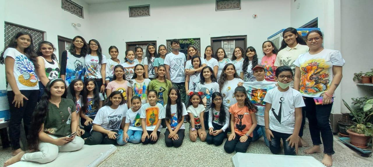 इंद्र देव को मनाने के लिए 150 कलाकारों ने बनाई टी-शर्ट पर कलाकृतियां, दुनियाभर से 4 हजार कलाकाल ले रहे हिस्सा|राजस्थान,Rajasthan - Dainik Bhaskar