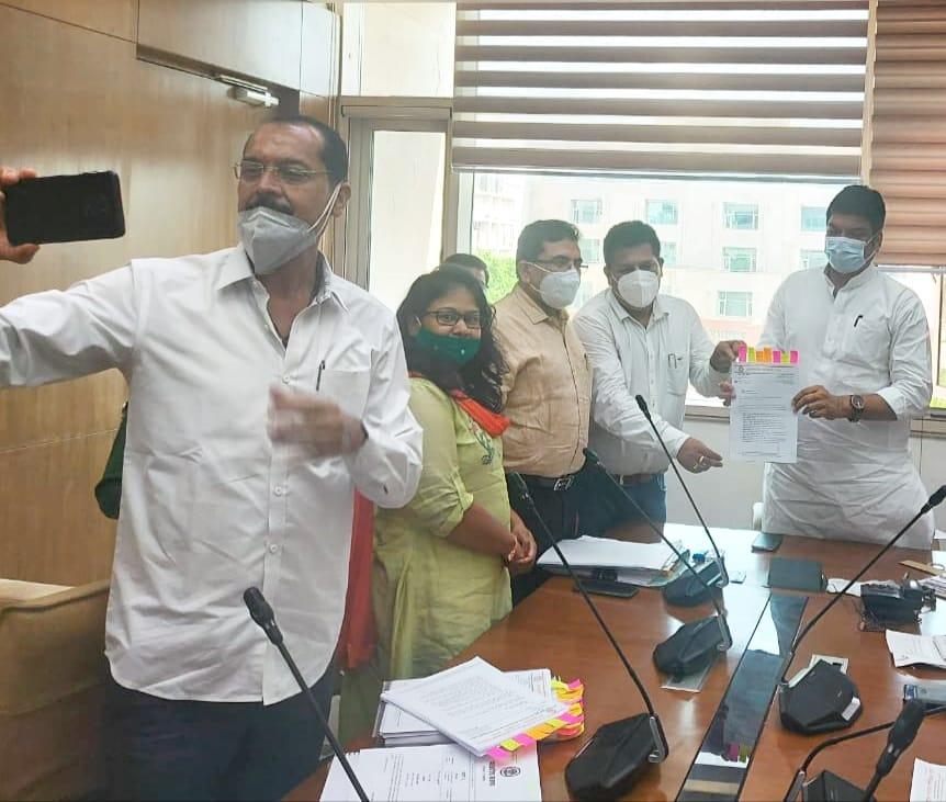 सिर्फ भू-अभिलेख से जुड़े नक्शा, खसरा और बी-1 के ही काम करेंगे, अगस्त में 3 दिन के सामूहिक अवकाश पर जाएंगे|भोपाल,Bhopal - Dainik Bhaskar