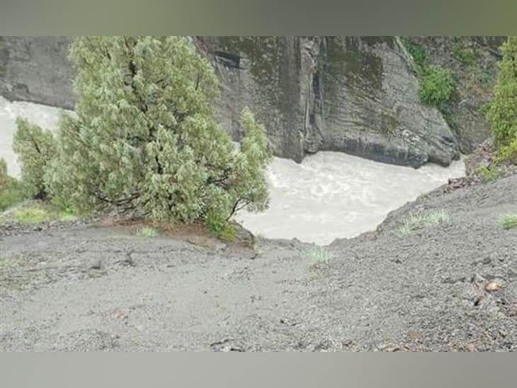 लाहौल में कार समेत चंद्रभागा नदी में गिरे मूरिंग के स्कूल प्रिंसिपल, घर लौट रहे थे; 22 घंटे बाद मिला शव|हिमाचल,Himachal - Dainik Bhaskar