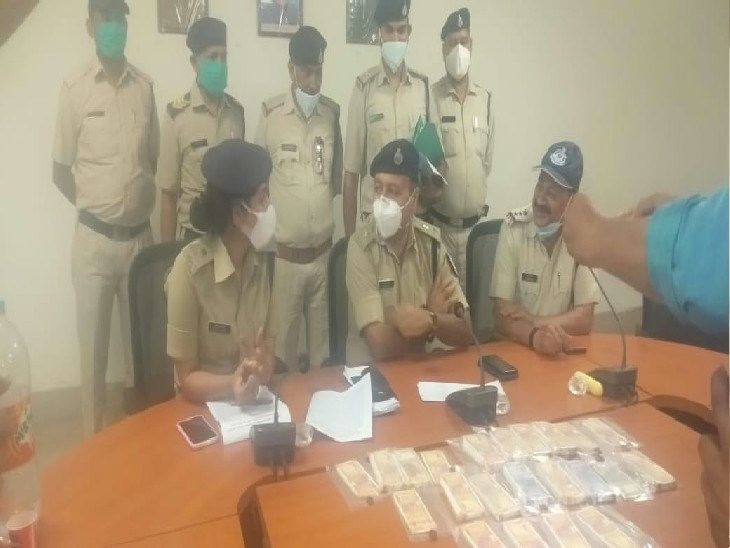 ग्वालियर से मुम्बई, आंध्रप्रदेश, UP, बिहार तक फैला है नकली नोटों का रैकेट, 3 आरोपियों से 2.33 लाख रुपए के नकली नोट बरामद|ग्वालियर,Gwalior - Dainik Bhaskar