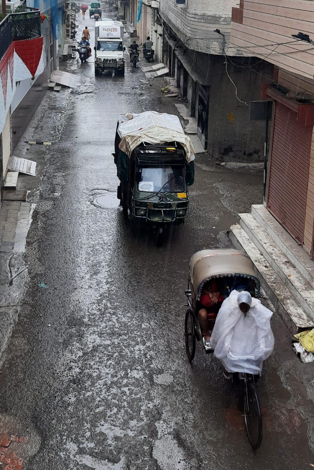 मंगलवार सुबह पड़ी बारिश की बूंदों से सुहावना हुआ वातावरण, कहीं हल्की बूंदाबांदी तो कही झमाझम बरसे बदरा|पंजाब,Punjab - Dainik Bhaskar