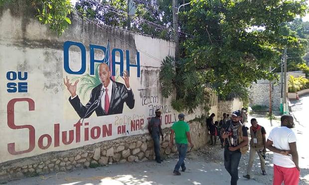 फोटो पोर्ट ओ प्रिंस की है। यहां रास्ते के किनारे बनी दीवार पर राष्ट्रपति जोवेनेल मोइस की तस्वीर बनाई गई है।