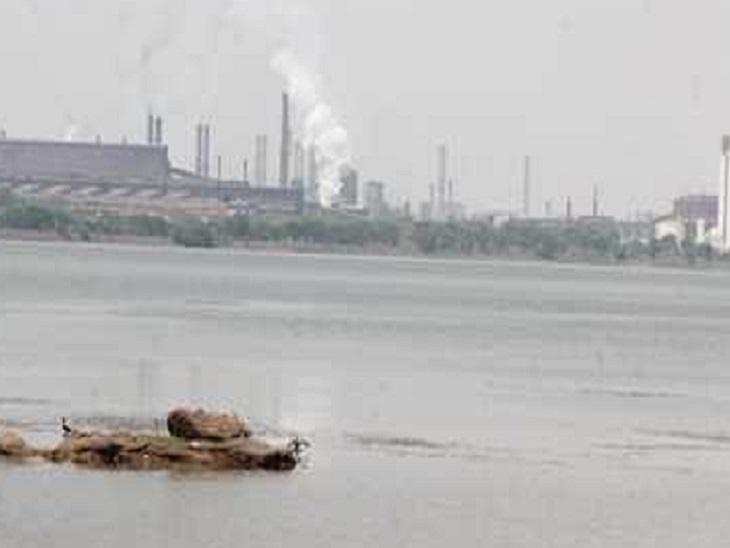 यदि समय पर पानी नहीं मिला तो लोगोंं को काफी परेशानी का सामना करना पड़ सकता है। इसके अलावाप्लांट के उत्पादन इकाईयां भी प्रभावित हो सकती हैं। - Dainik Bhaskar
