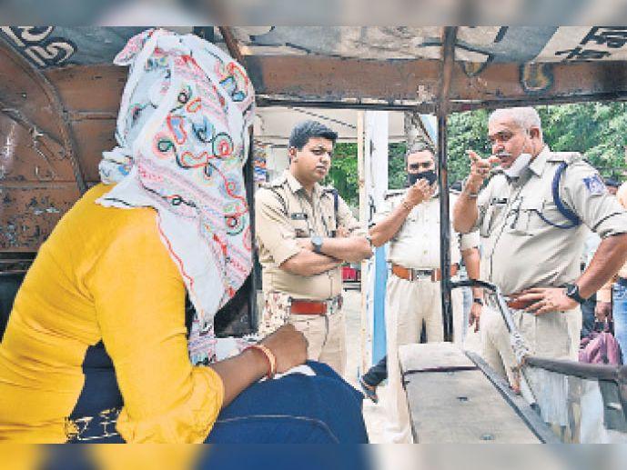 पुलिस वाले बनकर भगा ले गए थे दुल्हन, लापता दुल्हन का सुराग नहीं जबलपुर,Jabalpur - Dainik Bhaskar
