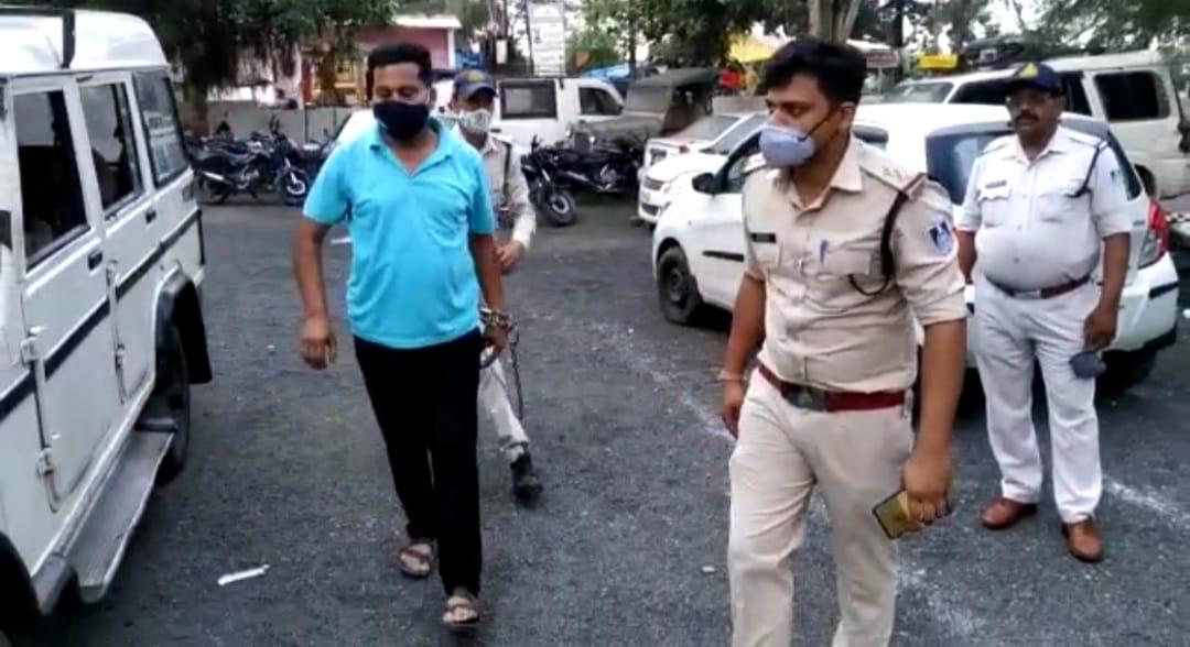 विभाग का बाबू संजय दुबे गिरफ्तार, तीन माह से फरार था बाबू|बैतूल,Betul - Dainik Bhaskar