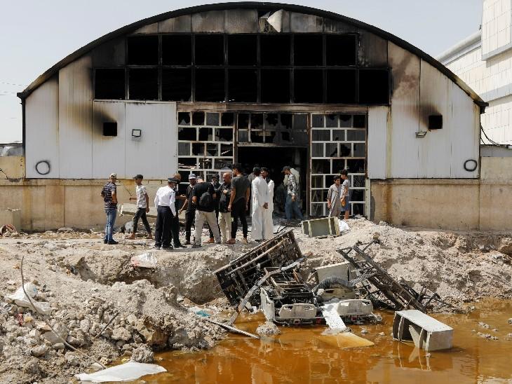 हादसे में मरने वाले लोगों को श्रद्धांजलि देने के लिए लोग इकट्ठा हुए। अप्रैल में भी बगदाद के कोरोना अस्पताल में आग लगने से 82 लोगों की मौत हुई थी।