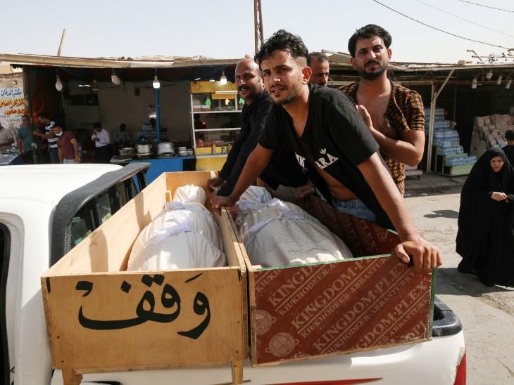 हादसे के शिकार लोगों के शवों को ट्रक में रखकर नजफ ले जाया गया।