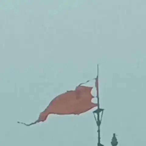 बिजली गिरने से मंदिर के शिखर पर लगी 52 गज ध्वजा को नुकसान पहुंचा, इसे दिन में 3 बार बदला जाता है।