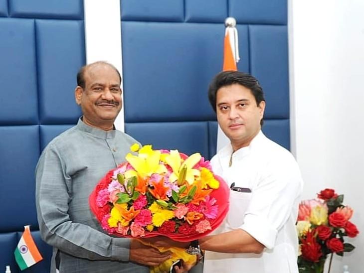 केंद्रीय नागरिक उड्डयन मंत्री सिंधिया ने लोकसभा अध्यक्ष बिरला से मुलाकात की, कहा 'कोटा में बनाएंगे बेहतरीन और आधुनिक सुविधाओं से युक्त एयरपोर्ट'|कोटा,Kota - Dainik Bhaskar